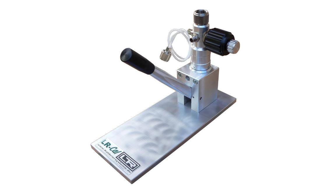 Logo LR-Cal Pressure Comparison Pumps