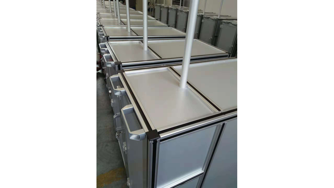 Logo aluminum workbench