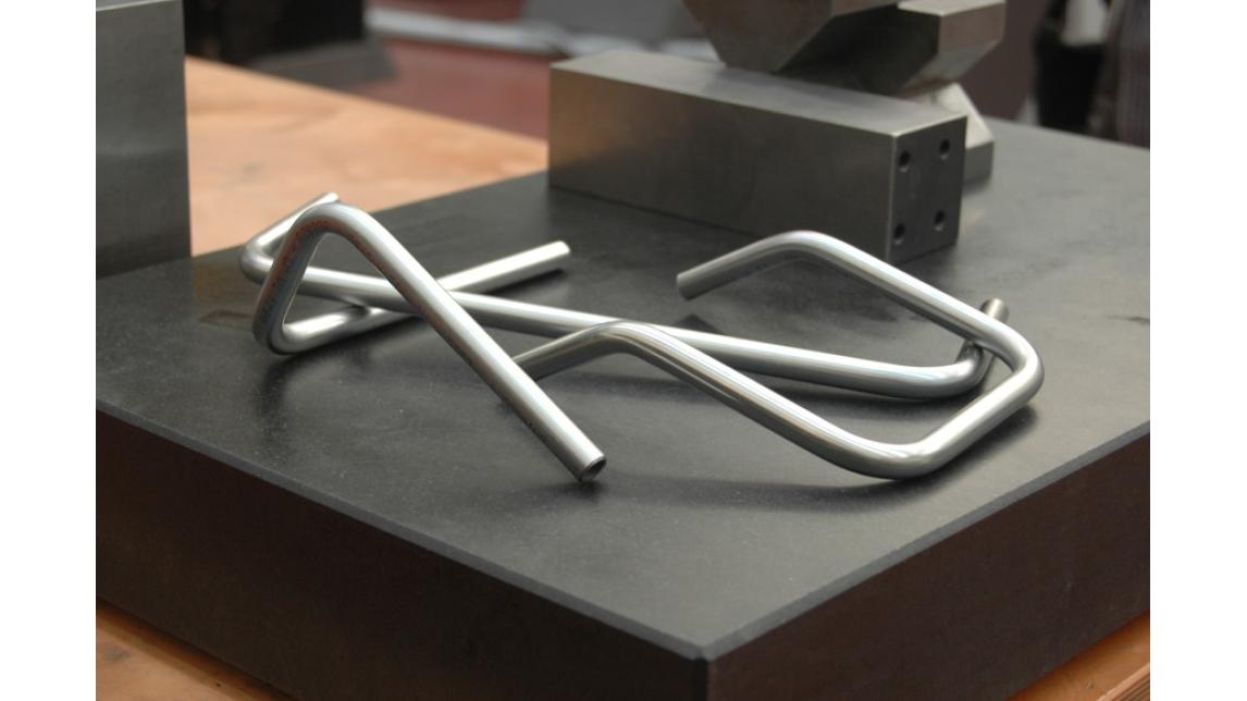 Logo Rohrbiegsysteme, hydraulische Verbindungen und 3D Projekt.