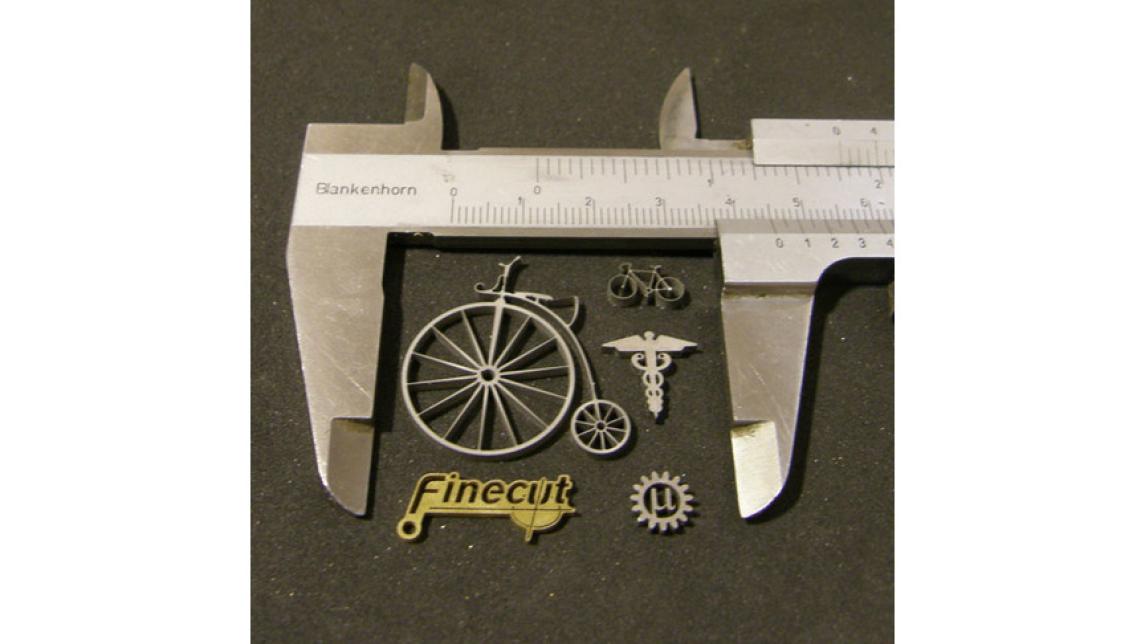 Logo 2d-, 3d- sowie Mikro-Wasserstrahlschneiden und Verbundstoffe